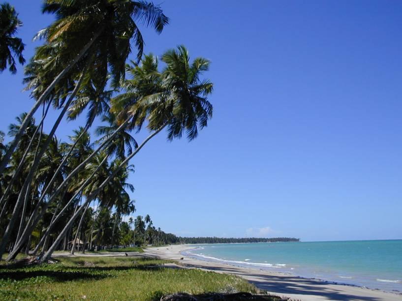 """A Praia Ponta do Mangue, sem trechos extensos de areia, costuma ser frequentadas pelos hóspedes do <a href=""""https://www.booking.com/hotel/br/miramar-maragogi-resort.pt-br.html?aid=332455;"""" target=""""_blank"""" rel=""""noopener"""">Grand Oca Maragogi Beach & Leisure Resort</a>"""