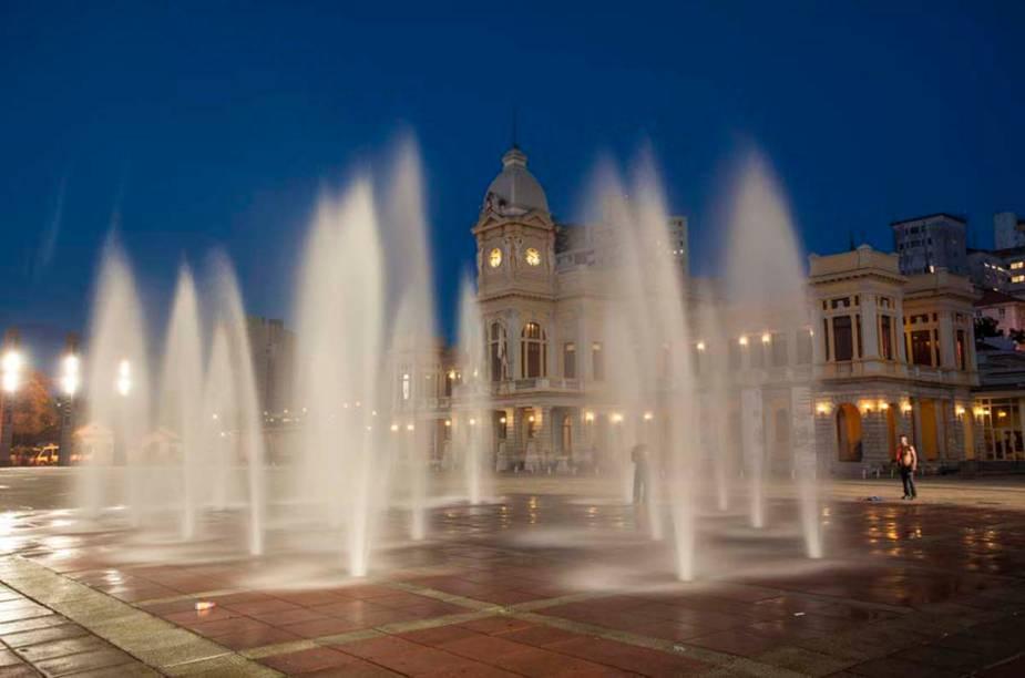 """<strong>11. <a href=""""http://viajeaqui.abril.com.br/estabelecimentos/br-mg-belo-horizonte-atracao-de-artes-e-oficios"""" rel=""""Museu de Artes e Ofícios"""" target=""""_self"""">Museu de Artes e Ofícios</a>, <a href=""""http://viajeaqui.abril.com.br/cidades/br-mg-belo-horizonte"""" rel=""""Belo Horizonte"""" target=""""_self"""">Belo Horizonte</a>, <a href=""""http://viajeaqui.abril.com.br/estados/br-minas-gerais"""" rel=""""Minas Gerais"""" target=""""_self"""">Minas Gerais</a></strong>                    Localizado na bela estação de trem, datada de 1922, o museu tem por objetivo fazer um tributo aos trabalhadores brasileiros. Em seu acervo, há objetos de ofícios como transporte, cerâmica, tecido e mineração"""