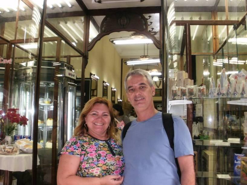 Elza Bensadon comemorou 23 anos de casada na Confeitaria Colombo, no Centro do Rio de Janeiro