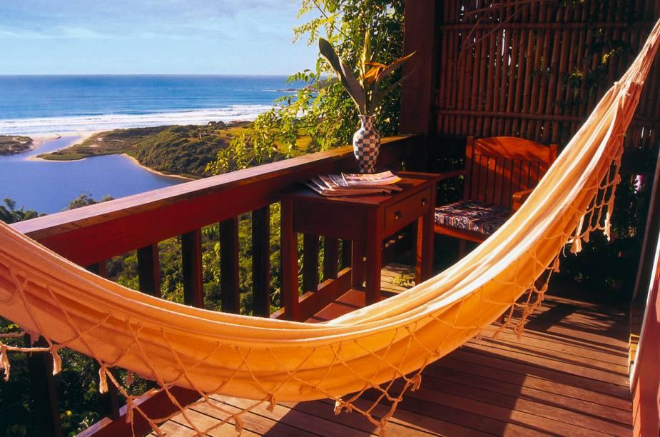 """<strong>Pousada do Ano:<a href=""""http://viajeaqui.abril.com.br/estabelecimentos/br-sc-praia-do-rosa-hospedagem-quinta-do-bucanero"""" rel="""" Quinta do Bucanero"""" target=""""_blank""""> Quinta do Bucanero</a> - <a href=""""http://viajeaqui.abril.com.br/cidades/br-sc-praia-do-rosa"""" rel=""""Praia do Rosa (SC)"""" target=""""_blank"""">Praia do Rosa (SC)</a></strong>    Mimos comoarrumação de cama extra, bombons no quarto e uma almofada aromática bordada pela proprietária, Jaqueline Biazus, aconchegam os hóspedes. Assim como o café da manhã com quitutes caseiros e um cardápio com opções quentes."""