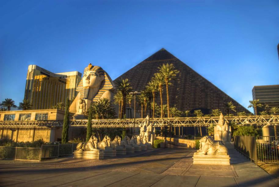 """<strong>Luxor Hotel, <a href=""""http://viajeaqui.abril.com.br/cidades/estados-unidos-las-vegas"""" rel=""""Las Vegas"""" target=""""_self"""">Las Vegas</a></strong>O projeto temático, de motivos egípcios, encanta os visitantes. Sua capacidade é a terceira maior do mundo, com 4.400 quartos"""