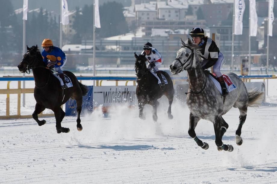 Corrida de cavalos na neve: uma das atrações de St. Moritz