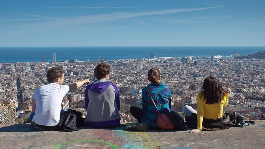 """<strong>3. <a href=""""http://viajeaqui.abril.com.br/cidades/espanha-barcelona"""" rel=""""BARCELONA"""" target=""""_blank"""">BARCELONA</a></strong>                Barcelona é uma das cidades europeias que mais oferecem oportunidades de paquera (principalmente para os mochileiros). Os hostels da capital catalã costumam ser animadíssimos, com festas diárias e tours que levam os hóspedes para fazer baladas nos bairros boêmios da cidades."""