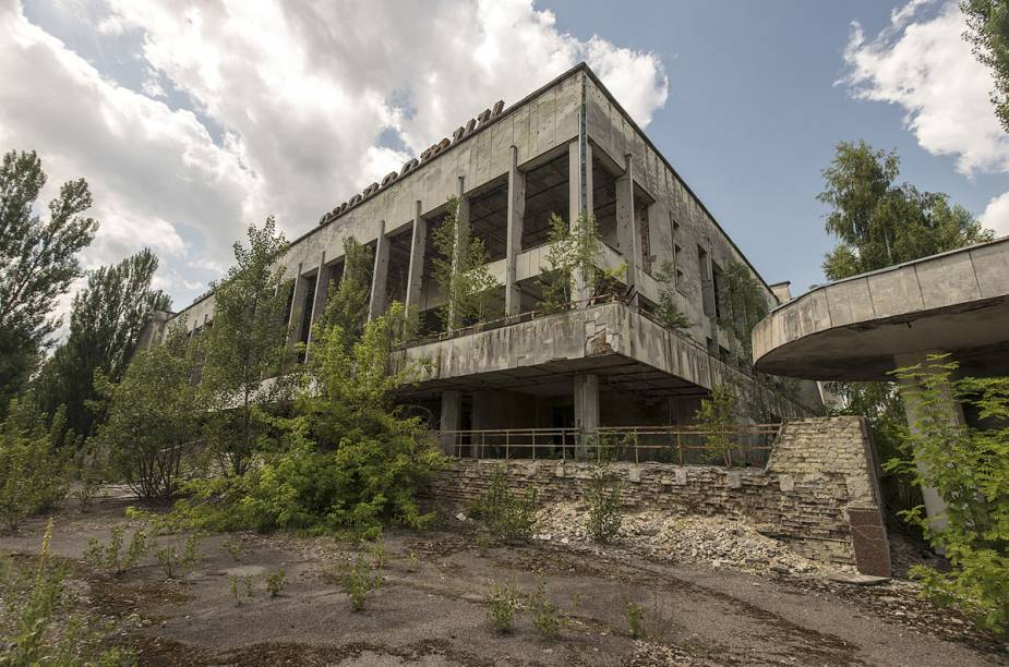 Prédio de centro comercial em Pripyat, cidade próxima a Chernobyl
