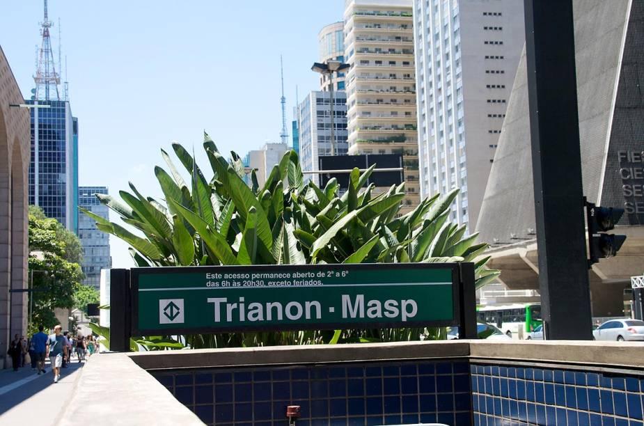 """Estação Trianon-Masp, na Avenida Paulista, com o prédio da Fiesp ao fundo (foto: <a href=""""http://connectionconsulting.com.br/"""" rel=""""connectionconsulting"""" target=""""_blank"""">connectionconsulting</a>)"""