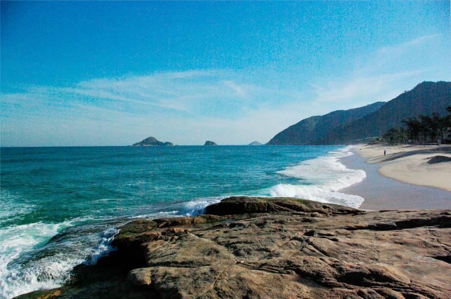 <strong>Praia da Macumba </strong>                                É querida por surfistas e também para quem quer fugir do agito. A orla é tão agradável quanto a de Copacabana ou Ipanema, mas o fluxo de pedestres é menor, o que permite uma caminhada agradável com parada nos quiosques