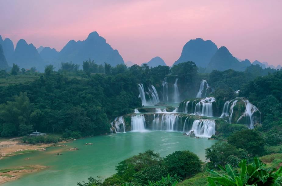 As Cataratas de Detian ficam na fronteira da China com o Vietnã