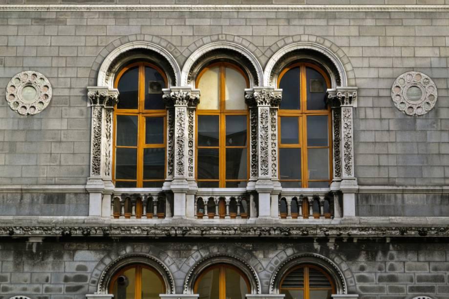 Fundada em 1952, a Trinity College é a mais antiga universidade do país