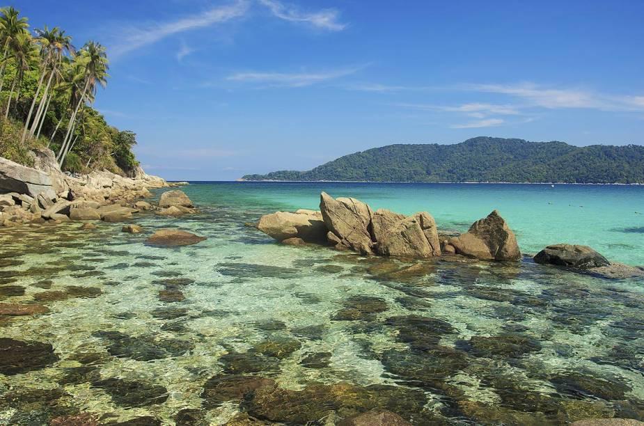 """<strong>Ilhas Perhentian (<a href=""""http://viajeaqui.abril.com.br/paises/malasia"""" rel=""""Malásia"""" target=""""_blank"""">Malásia</a>)</strong>                                Além de poder nadar em águas cálidas e tranquilas, os visitantes das Perhentian podem realizar passeios de barco para avistar tartarugas-marinhas e fazer snorkel sobre lindos e coloridos corais. Os preços nas ilhas são bem em conta e o contato com a natureza é total."""