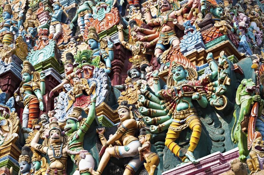 Os 330 milhões de deuses podem ser azuis, ter oito braços, andar sobre leões, meditar na posição de lótus...