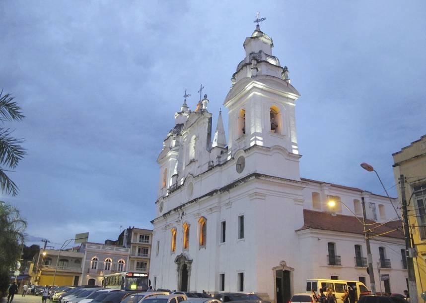 """A <a href=""""http://viajeaqui.abril.com.br/estabelecimentos/br-pa-belem-atracao-catedral-da-se"""" rel=""""Catedral da Sé"""" target=""""_blank"""">Catedral da Sé</a>, em Belém (PA), tem a fachada barroca, mas o interior é ricamente decorado em estilo neoclássico"""