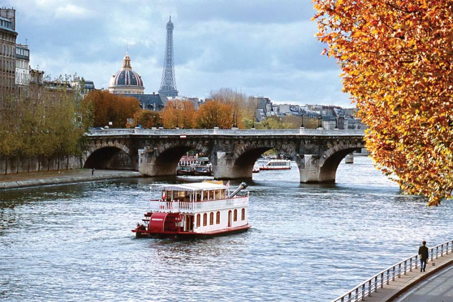 "<strong><a href=""http://viajeaqui.abril.com.br/cidades/franca-paris"" target=""_blank"">Paris</a> - <a href=""http://viajeaqui.abril.com.br/paises/franca"" target=""_blank"">França</a></strong>"
