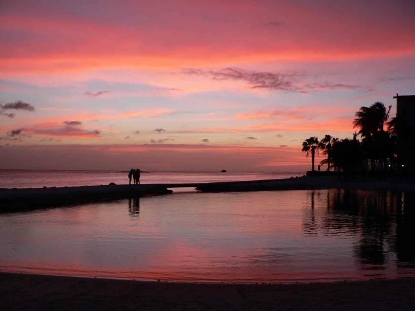 """Pôr do sol em <a href=""""http://viajeaqui.abril.com.br/cidades/aruba-oranjestad"""" rel=""""Oranjestad, Aruba"""" target=""""_blank""""><strong>Oranjestad, Aruba</strong></a>"""
