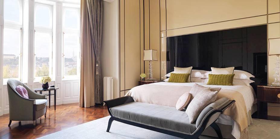 """<strong>4. Four Seasons Hotel Gresham Palace, <a href=""""http://viajeaqui.abril.com.br/cidades/hungria-budapeste/fotos"""" rel=""""Budapeste"""" target=""""_blank"""">Budapeste</a>,<a href=""""http://viajeaqui.abril.com.br/paises/hungria/fotos"""" rel=""""Hungria"""" target=""""_blank"""">Hungria</a></strong>O nome não é para menos: com quartos espaçosos e decoração clássica e sofisticada, o hotel parece mesmo um palácio.Mês mais barato para se hospedar: Fevereiro"""