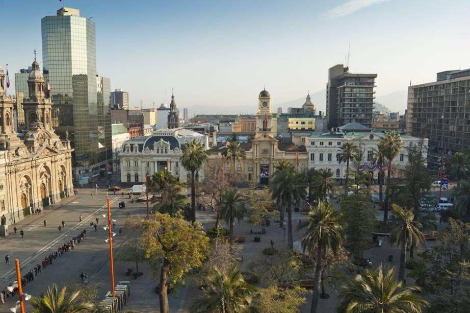 A Plaza de Armas é o marco zero da cidade. Reúne joias da arquitetura colonial como a Catedral, o Correo Central e a Prefeitura, além de palmeiras centenárias
