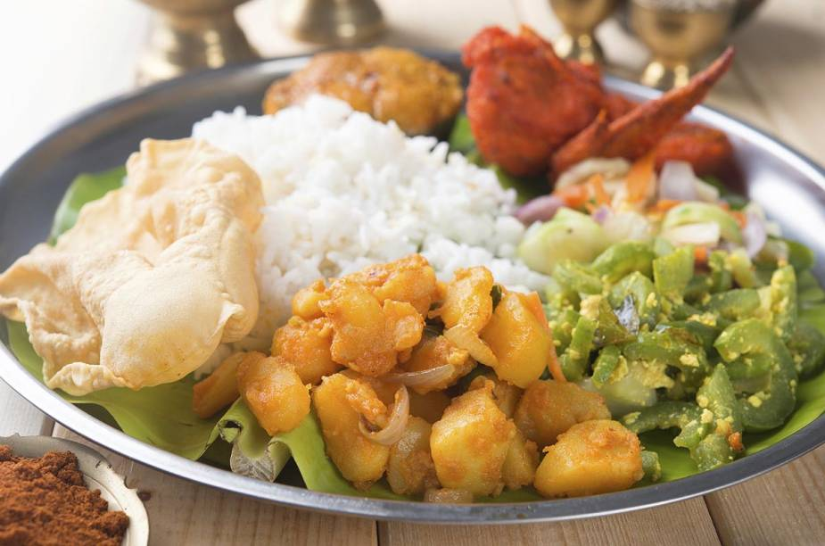 Já se ambientou à comida indiana? Então está na hora de experimentar o thali
