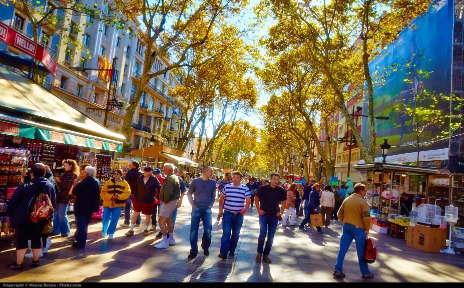 """<a href=""""http://bit.ly/pullm_s"""" rel=""""PULLMANTUR SOVEREIGN"""" target=""""_blank""""><strong>PULLMANTUR SOVEREIGN</strong></a><strong>Saída:</strong>3 de março<strong>Duração do roteiro:</strong>16 noites<strong>Roteiro:</strong>Salvador,Tenerife, Casablanca, Gibraltar e Barcelona<em> (foto)</em><strong>Tarifa</strong>: desde R$ 3520(R$ 2599 + R$ 921 de taxas)<strong>Passagem aérea de volta: </strong>desde R$ 2725 Barcelona–São Paulo–Barcelona pela TAM <em>(o trecho avulso Barcelona–SP custa desde R$ 3890)</em>"""