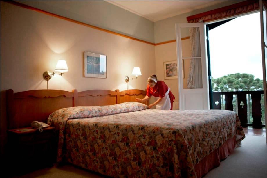 """<strong>6. <a href=""""http://viajeaqui.abril.com.br/estabelecimentos/br-sp-campos-do-jordao-hospedagem-toriba"""" rel=""""Hotel Toriba"""" target=""""_blank"""">Hotel Toriba</a></strong>                                                                    Quando escolher o quarto, a nossa dica é considerar os chalés, mais novos e espaçosos                                                                    <a href=""""http://www.booking.com/hotel/br/toriba.pt-br.html?aid=332455&label=viagemabril-camposdojordao"""" rel=""""Faça sua reserva no hotel Toriba pelo Booking.com"""" target=""""_blank"""">Faça sua reserva no hotel Toriba pelo Booking.com</a>"""
