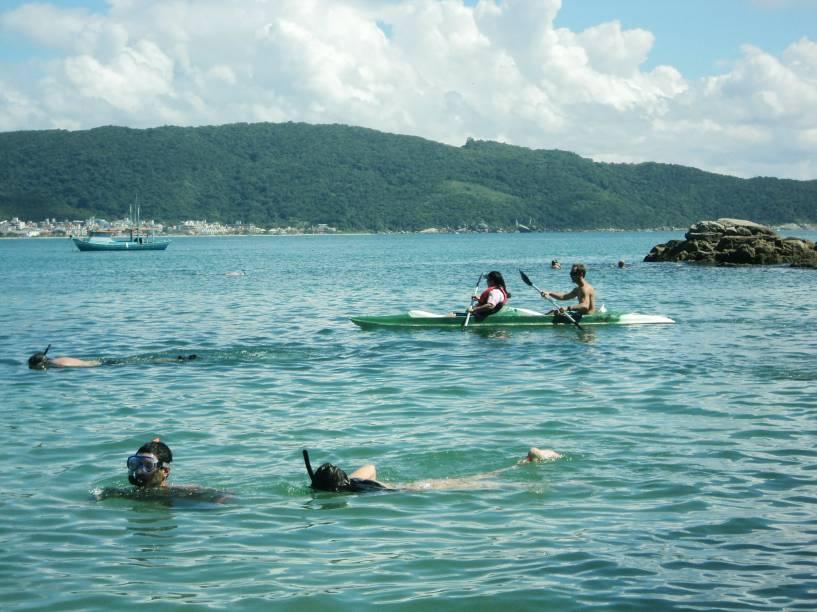 A Praia da Lagoinha também facilita a prática de esportes como canoagem e stand up paddle