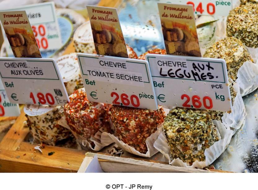 Tanto quanto seus vizinhos franceses e holandeses, os belgas amam os queijos, com deliciosas variedades que, devido à sua delicadeza, mal são exportadas e muitas vezes só podem ser encontradas em mercados locais