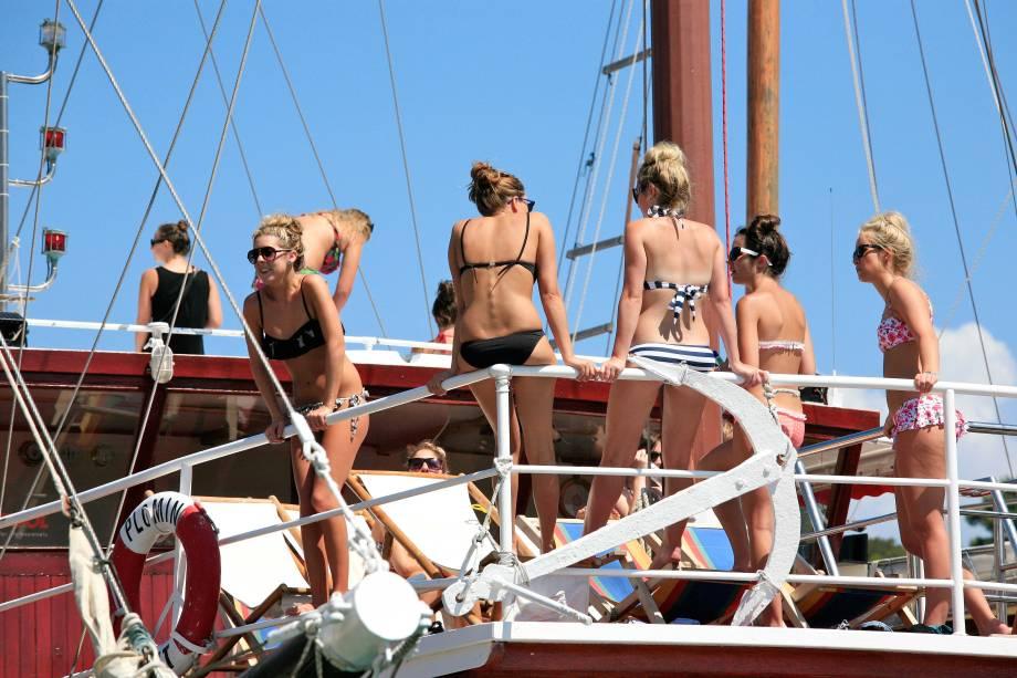 """<strong>10. <a href=""""http://viajeaqui.abril.com.br/paises/croacia"""" target=""""_blank"""" rel=""""noopener"""">COSTA DA CROÁCIA</a></strong> O litoral da Croácia é um dos mais populares destinos de verão para os jovens da <a href=""""http://viajeaqui.abril.com.br/continentes/europa"""" target=""""_blank"""" rel=""""noopener"""">Europa</a>: em uma jornada pela região em meados do ano, quando o calor está bombando no país, espere encontrar diversos grupos de viajantes fazendo festas homéricas dentro de barcos e em discotecas."""