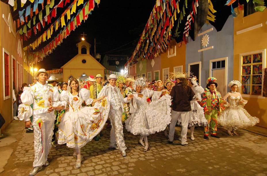 Cerca de 300 quadrilhas se apresentam todo ano na tradicional festa junina de Campina Grande