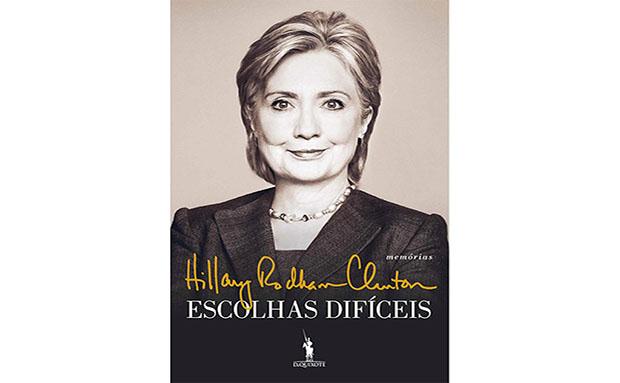 """<strong>6. Escolhas Difíceis, Hillary Clinton</strong>Figura polêmica e incansável, a Secretária de Estado, ex-primeira dama e atual candidata a presidente dos<a href=""""http://viajeaqui.abril.com.br/paises/estados-unidos"""" rel=""""Estados Unidos"""" target=""""_self"""">Estados Unidos</a>publicou um livro em que relata seus principais desafios nos últimos quatro anos de sua carreira política. A obra, publicada em 2014, atiçou a curiosidade dos leitores e, consequentemente, tornou-se uma das publicações mais perdidas pelos viajantes do<a href=""""http://viajeaqui.abril.com.br/paises/reino-unido?iframe=true"""" rel=""""Reino Unido"""" target=""""_self"""">Reino Unido</a>"""
