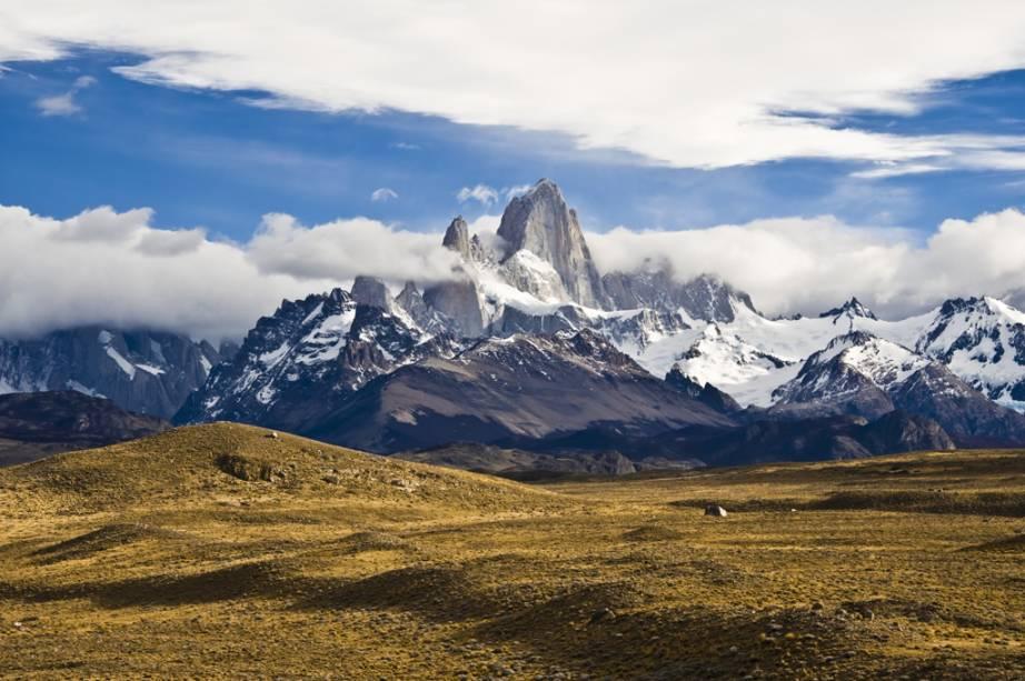 Como as nuvens ficam permanentemente no cume do Monte Fitz Roy, os índios tehuelches o chamavam de Chaltén, que em sua língua significa montanha fumadora