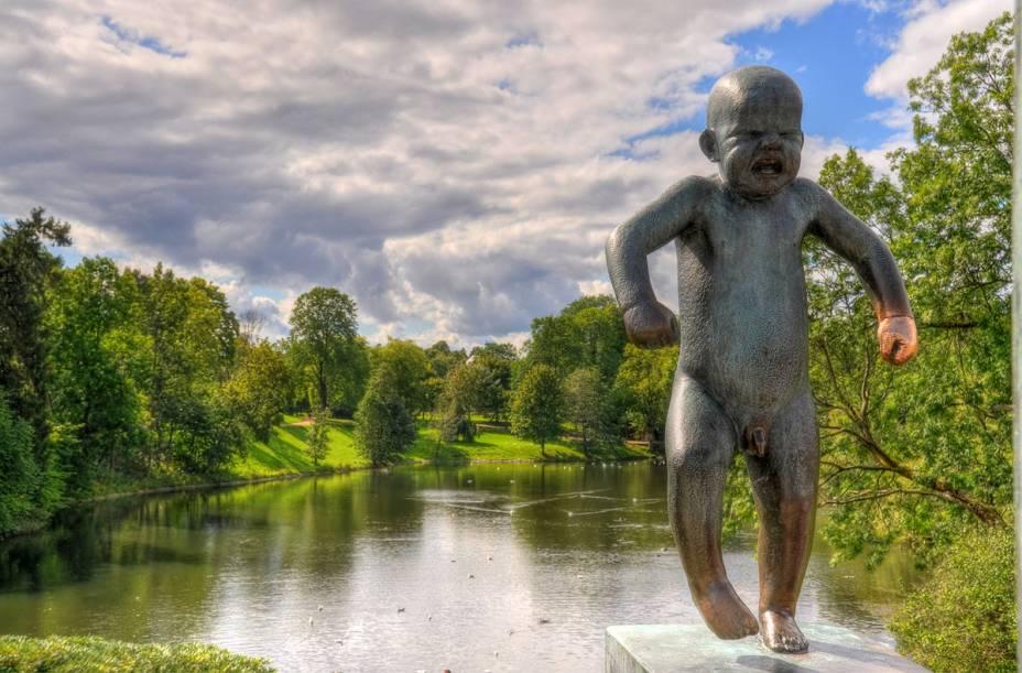 Fica em Oslo a atração mais visitada da Noruega, um parque com paisagismo impecável e 212 esculturas em bronze e granito do norueguês Gustav Vigeland (1869–1943), todas com figuras humanas nuas e em movimento, a exemplo do grande obelisco no qual se amontoam dezenas de corpos. Para quem vai à cidade, é uma visita obrigatória. <strong>Grátis diariamente.</strong>