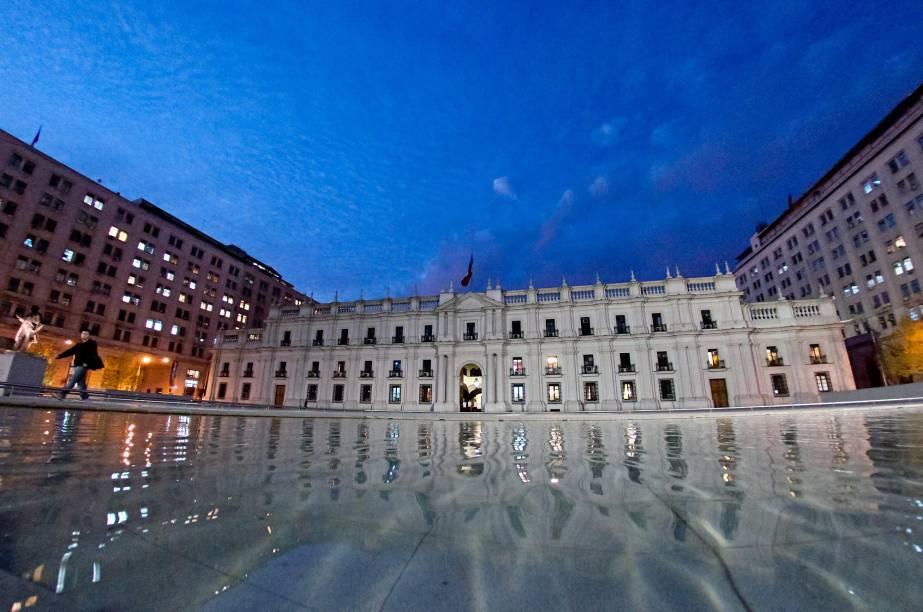 O Palacio de la Moneda é a sede da presidência do Chile e fica no coração de sua capital. Inaugurado em 1805, o edifício exibe um lindo estilo neoclássico e é cercado por uma praça florida perfeita para belas caminhadas