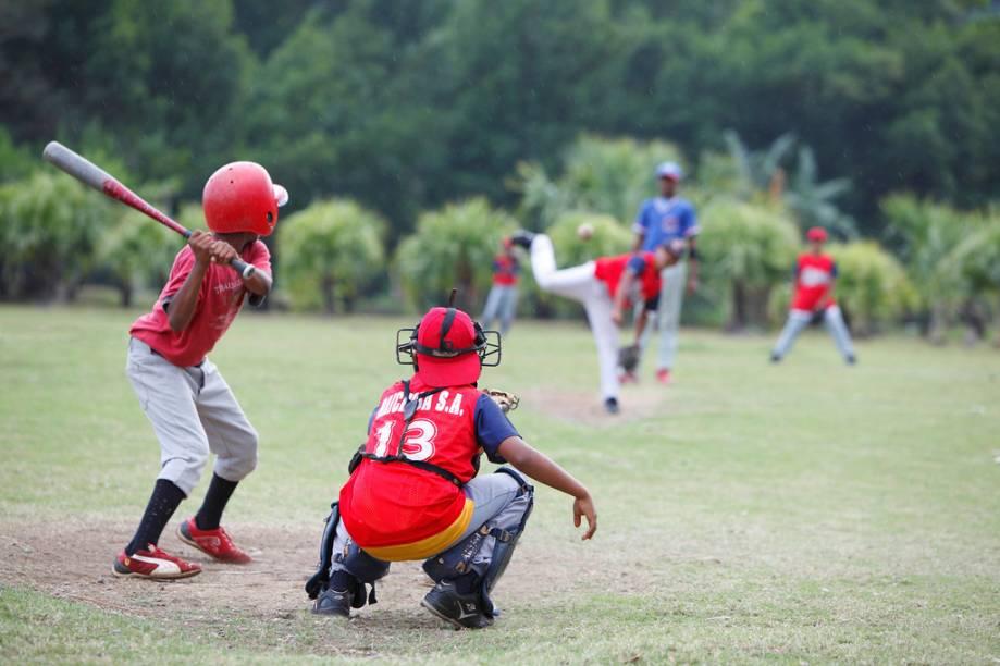 Tal como em muitos países caribenhos, o esporte nacional da República Dominicana é o beisebol. Estrelas como Vladimir Guerrero e Pedro Martinez são produto dessa mania nacional
