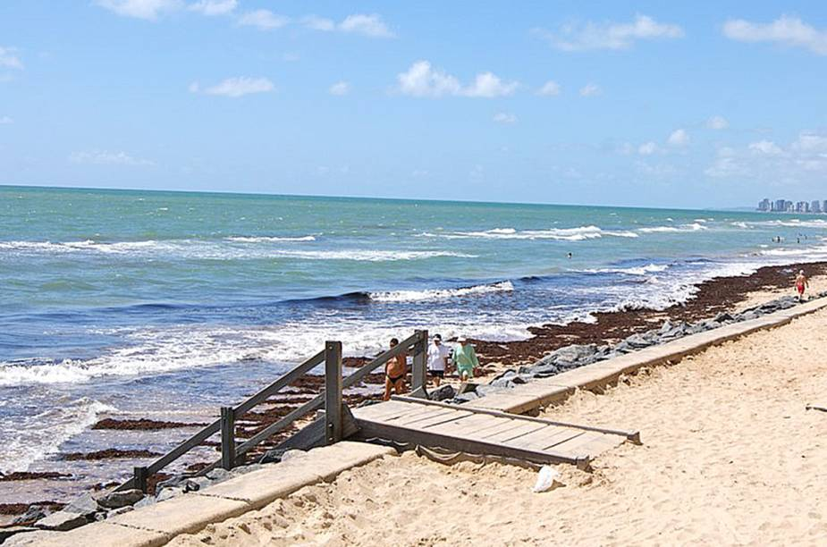 """A principal praia de <a href=""""http://viajeaqui.abril.com.br/cidades/br-pe-recife"""" rel=""""Recife (PE)"""" target=""""_blank"""">Recife (PE)</a> fica no bairro de classe média alta Boa Viagem – ali também estão concentrados os hotéis mais caros da capital pernambucana"""