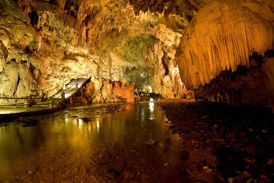 """A Gruta da Tapagem, em <a href=""""http://viajeaqui.abril.com.br/cidades/br-sp-eldorado"""" rel=""""Eldorado (SP)"""" target=""""_blank"""">Eldorado (SP)</a>, ficou conhecida popularmente como Caverna do Diabo"""