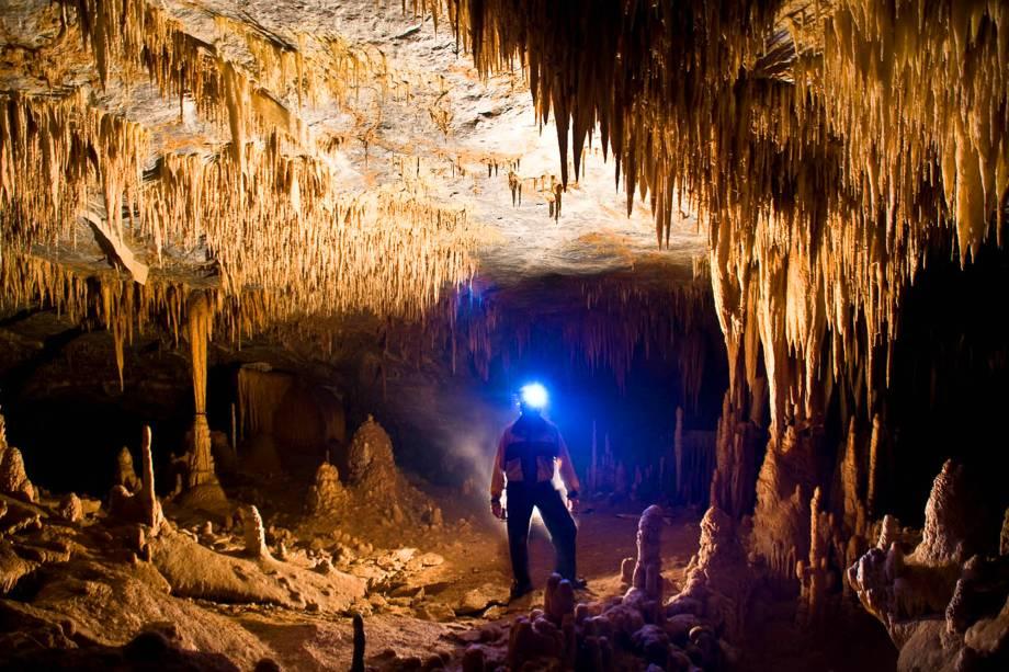 O nome da caverna vem dosinusitados desenhos formados naturalmente nas rochas - um deles assemelha-se ao rosto de um diabo