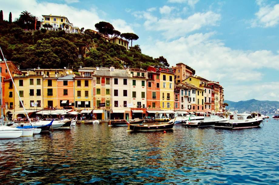 """Debruçada sobre o mar, a charmosíssima <a href=""""http://viajeaqui.abril.com.br/cidades/italia-portofino"""" rel=""""Portofino"""">Portofino</a> é visitada por celebridades desde a época de Napoleão Bonaparte"""