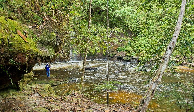 Cachoeira do Santuário, em Presidente Figueiredo (AM)