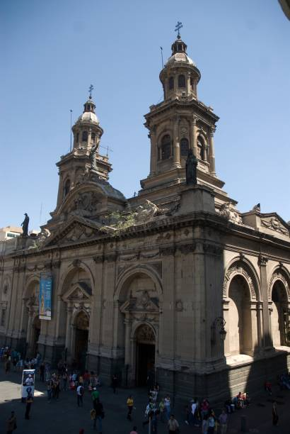 A Catedral de Santiago é a quinta construção no mesmo local, na Plaza de Armas. A fachada neoclásscia é de 1789. O altar é repleto de adorno e há uma infinidade de lustres