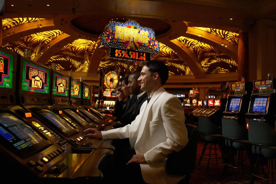 As milhares de máquinas de caça-níqueis estão espalhadas por toda Las Vegas e podem ser encontradas até mesmo no aeroporto da cidade
