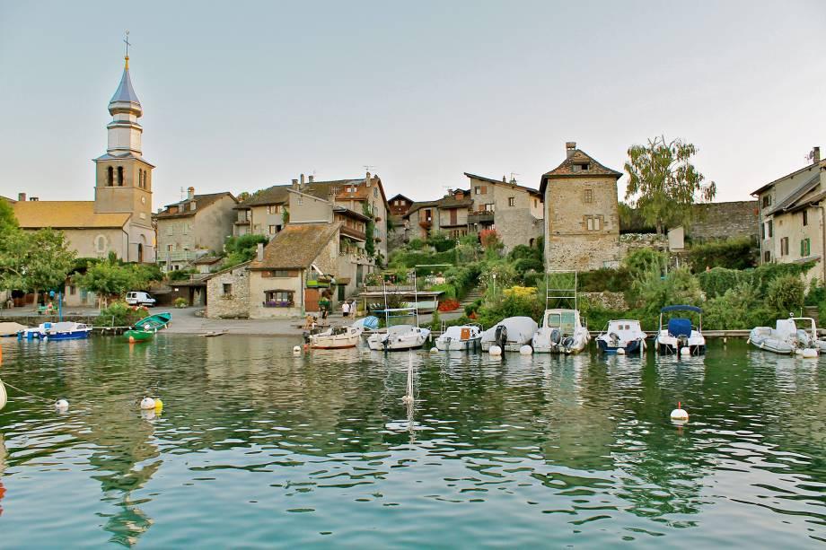 O vilarejo de pescadores do Lago Lemano também é fortificado. A graça está nas vielinhas estreitas, nas casas de pedra e na herança medieval, escancarada a qualquer um. Na primavera as flores aparecem e deixam a aldeia ainda mais encantadora