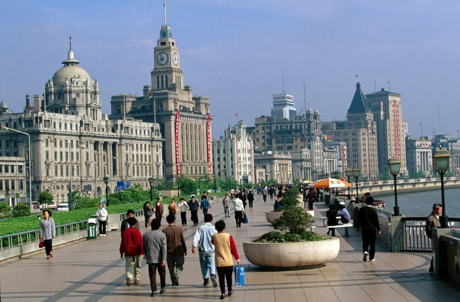 Xangai era uma cidade relativamente internacionalizada na virada para o século 20. Seu movimentado porto e as inúmeras companhias estrangeiras aqui instaladas deram-lhe um aspecto bem ocidentalizado e cosmopolita na área do Bund.