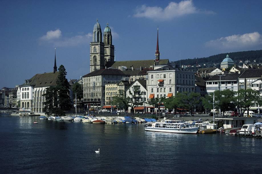 Foi na Catedral de Grossmünster, em Zurique, que o pastor Huldrych Zwingli começou a pregar contra a Igreja Católica, no século 16, atiçando a Reforma Protestante