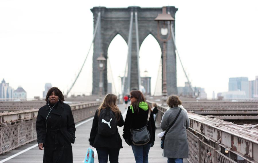 """<a href=""""http://viajeaqui.abril.com.br/cidades/estados-unidos-nova-york"""" rel=""""Nova York, EUA""""><strong>Nova York, EUA</strong></a> -Nova York é melhor cidade para ir e vir a pé nos Estados Unidos. Fatores que tornam a cidade """"passeável"""" incluem a proximidade de casas e lojas, restaurantes, escolas, parques e transporte público. Por serem numeradas, as ruas também facilitam a localização e diminuem as chances de alguém se perder. Na foto, a ponte do Brooklyn"""