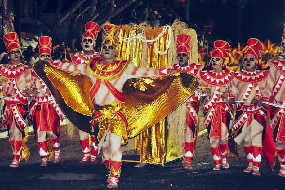 """Escolas de samba desfilam no Carnaval Tradição de <a href=""""http://viajeaqui.abril.com.br/cidades/br-pb-joao-pessoa"""" rel=""""João Pessoa"""" target=""""_self"""">João Pessoa</a>, <a href=""""http://viajeaqui.abril.com.br/estados/br-paraiba"""" rel=""""Paraíba"""" target=""""_self"""">Paraíba</a>"""