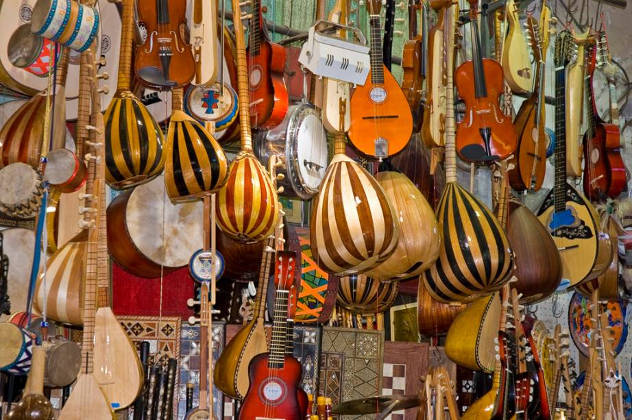 Instrumentos de corda vendidos em Istambul