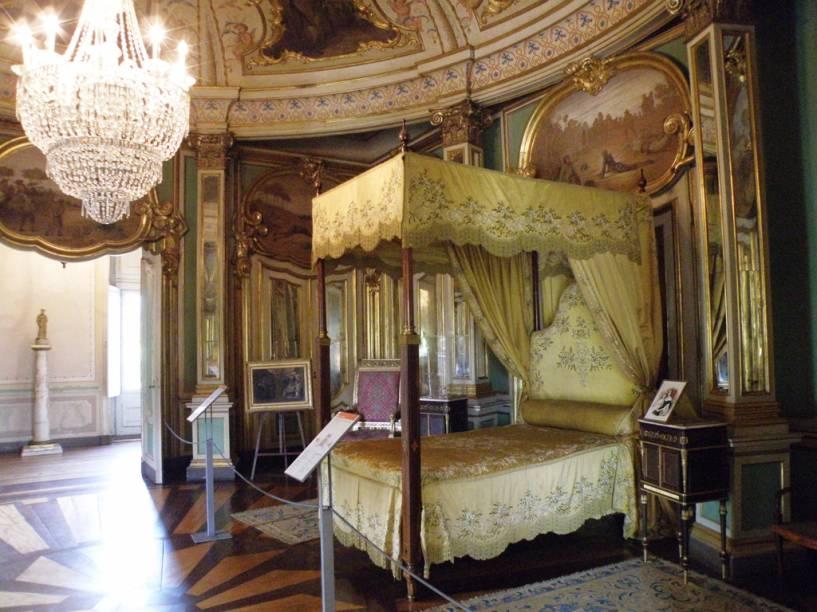O Palácio Nacional de Queluz reúne boa parte da história da família real que foi para o Brasil no século 19. Na foto, o quarto onde nasceu e morreu Dom Pedro I