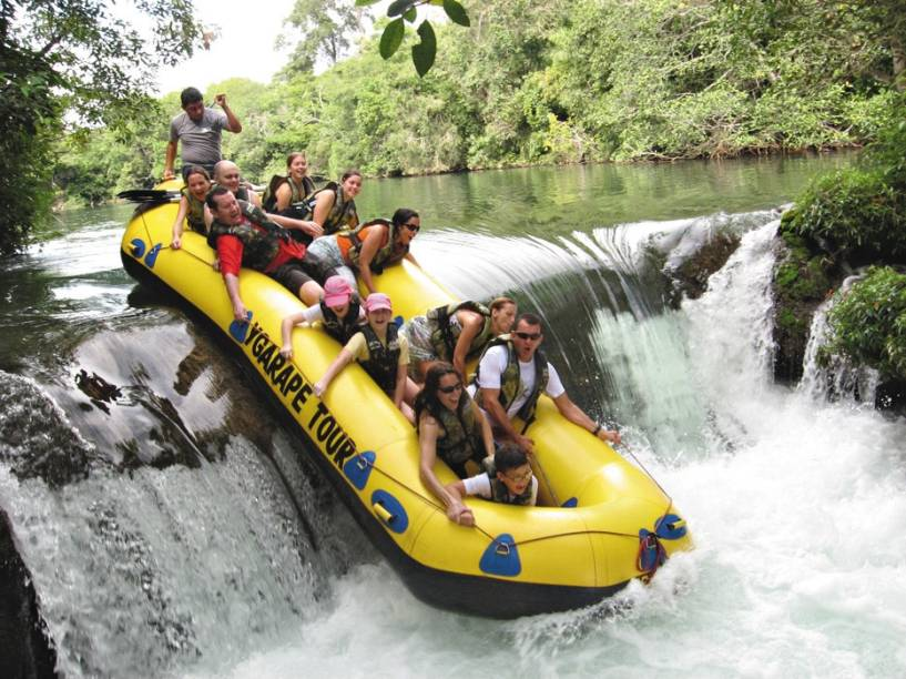 No passeio de bote pelo <strong>Rio Formoso</strong>, o turista enfrenta corredeiras leves e com pouco declive