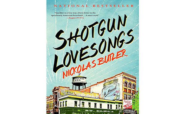 """<strong>8.Shotgun Lovesongs, Nickolas Butler</strong>Best-seller internacional, mas ainda sem previsão de estreia no<a href=""""http://viajeaqui.abril.com.br/paises/brasil"""" rel=""""Brasil"""" target=""""_self"""">Brasil</a>, o livro do autor norte-americano cativou a atenção dos leitores ao abordar o momento em que quatro amigos de infância se reencontram para trocar a experiência da vida como adultos, tornado-se pais, maridos e profissionais de áreas distintas. A obra arrancou elogios da crítica graças a sensibilidade abordada pelo autor, tendo uma fazenda como pano de fundo. Com esse burburinho, era de se esperar que mais e mais pessoas fossem atraídas pela trama - e consequentemente esquecessem o exemplar durante a viagem"""