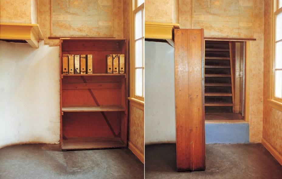 """A <a href=""""http://viajeaqui.abril.com.br/estabelecimentos/holanda-amsterda-atracao-casa-de-anne-frank"""" rel=""""casa onde a família judia de Anne Frank"""" target=""""_blank"""">casa onde a família judia de Anne Frank</a> se escondeu dos invasores nazistas entre 1942 e 1944 é hoje um museu de Amsterdã"""
