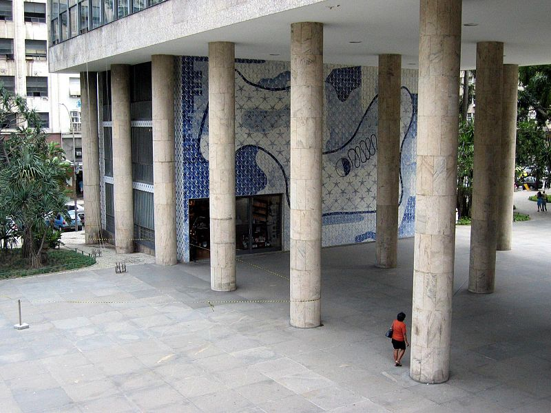 Edifício Gustavo Capamema, no Rio de Janeiro, projetado pelo arquiteto Oscar Niemeyer, foi sede do Ministério da Educação e Saúde quando a cidade era a capital do Brasil