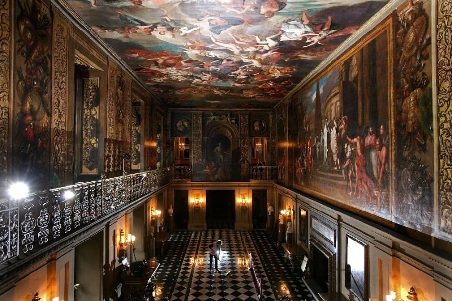 O fabuloso palácio Chatsworth House, residência do duque de Devonshire, é uma das principais atrações turísticas do Reino Unido, atraindo cerca de um milhão de visitantes anualmente